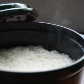 「もち米」の美味しい炊き方とアレンジレシピ37選。もちもち感が堪らない!