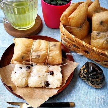 ココナッツミルクで煮た甘いもち米に黒豆をプラスして、バナナを包んだアジアン風スイーツ。おうちスイーツで旅気分を味わってみてはいかがでしょうか。