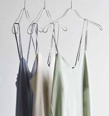 大人かわいい夏の着こなし*「キャミワンピース×Tシャツ」のレイヤードコーデ