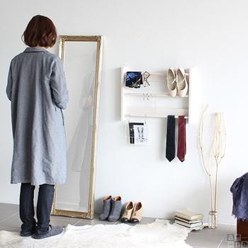 ファッション小物や雑誌などをおしゃれに収納できる壁掛けラックです。はしごに引っ掛けて、ディスプレイするように収納すると◎玄関の近くに取り付ければ、身支度がスムーズになりそう♪