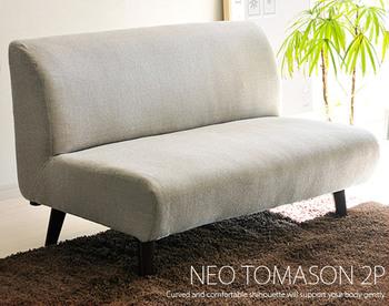 すっきりとしたデザインのソファ。丸みのある背もたれが程よく背中にフィットしリラックスできます。シンプルでコンパクトなのでどんなテイストのお部屋でも合いますよ!
