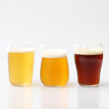 異なる形のグラスで飲み比べができる「クラフトビアグラスセット」。爽快グラス・芳醇グラス・重厚グラスと、それぞれビールの味や香りを引き立てるフォルムにこだわっています。クラフトビールの飲み比べに使うのはもちろん、その日の気分に合わせて選べるのもいいですね。