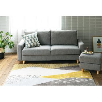 どんなお部屋にも合うベーシックなデザインのソファ。ゆったりとした作りで、背もたれを倒すとフラットになりデイベッドとして使うこともできます。