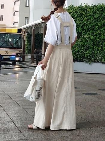 白だけでコーディネートするのは不安…という方は、ベージュやブラウンでグラデーションを作ってみると着こなしやすくなりますよ。白をナチュラルに着たいときにもおすすめです。