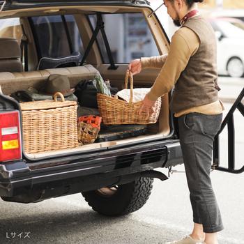 取っ手付きで持ち運びやすいため、アウトドアに持って行っても良いですね。飲み物やレジャーシートをバスケットに入れるだけで、おしゃれ度アップ!