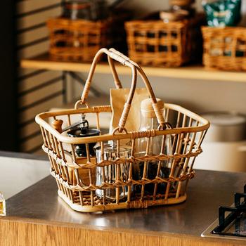 編み目が大きいため、風通しが良く爽やかな印象のバスケットです。キッチン、洗面所、玄関など様々な場所で見せる収納に便利。子供のおもちゃ入れにしても◎