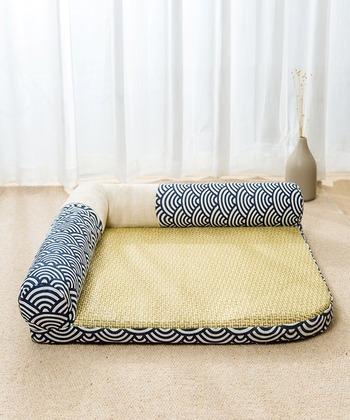 日本の涼しげな夏をイメージした和風なベッド。柔らかいマットレスの表面はござになっていて、さらっとした肌触りは、蒸れることなく寝心地の良い環境になります。