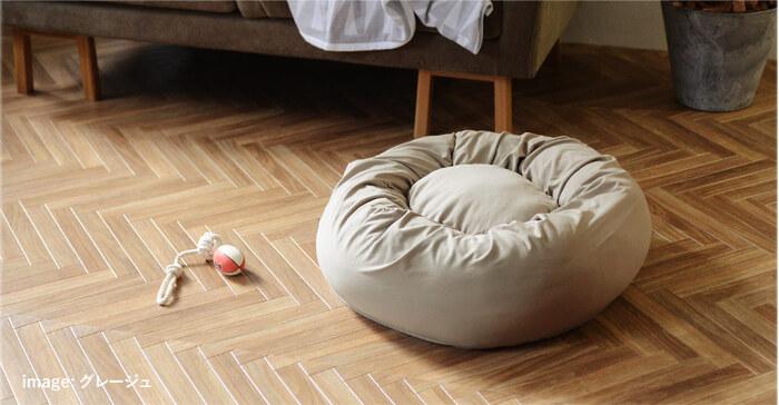 ペットにとって寝る場所は一番多くいる場所であり落ち着く場所。熱がこもりがちなベッドも快適にしてあげられたら…そんな願いが叶うのがこちらのベッド。冷感機能のあるドライコットンを使用した、1日中快適なひんやり空間を維持するベッドです。抗菌防臭、抗ウイルス機能もあり、カバーは取り外せて丸洗いOKで、夏場のベッドに最適です。