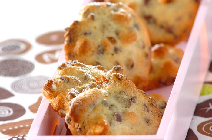 ミックスナッツをいることで、香ばしさが残るクッキーになります。たくさん焼いて少しずつ食べましょう! <約147kcal(1枚)>