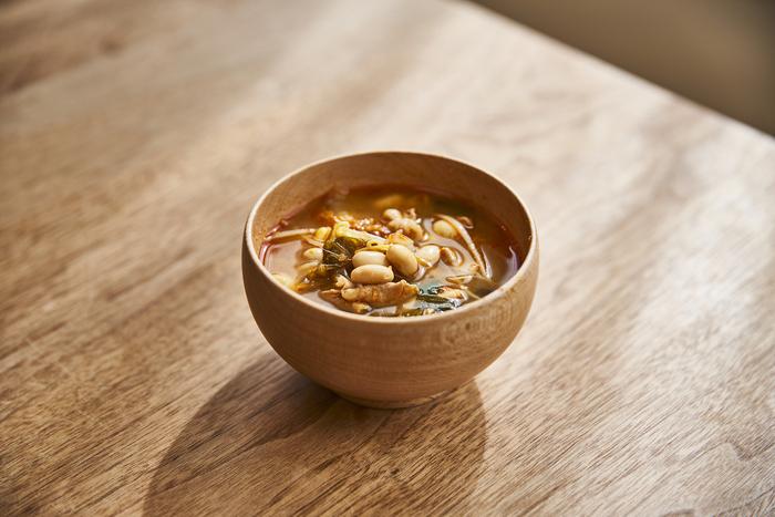 豚バラ肉、キムチ、大豆と栄養たっぷり&食べ応え満点のチゲスープです。これ一品で満足できるから、このスープとごはんだけで満足な献立になります。