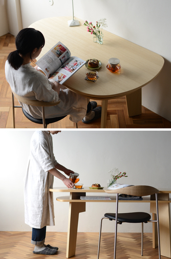 変形ダイニングテーブルの「SHUNO(シュノ)」は、インテリアデザイナーの五十嵐久枝さんがデザインされたもの。優しい丸みのあるデザインに加えて収納スペースもあり、その使い心地の良さに虜になりそうですね。  壁に付けたりダイニングの主役として真ん中に置いたりと、配置を変えることでさまざまな表情を楽しめるでしょう。