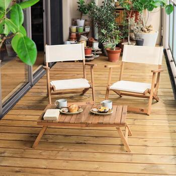 お天気のいい日はベランダでおうちピクニックを楽しむのもいいかも♪普段のパンとコーヒーがちょっと特別なものになりそうです。