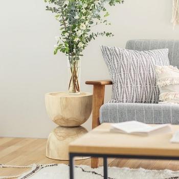 普段は室内で花台やネストテーブルとして使えます。必要な時だけベランダに出して使うという方法もアリですね。
