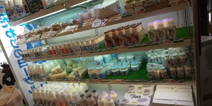 ソフトクリームにも使われている伊都物語の牛乳や飲むヨーグルトも販売されています。お土産にどうぞ!