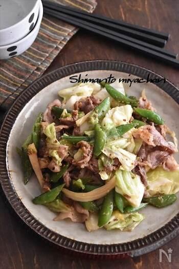 粒マスタードの辛味と酸味がアクセントになった一品。ほぼ1年中手に入る豚こま肉とキャベツですが、そこに旬の野菜を足すとさらにおいしく。食卓が華やかになります。
