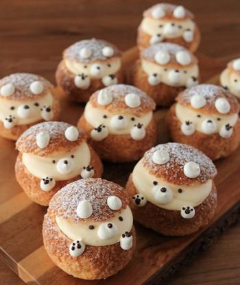 クッキーシューをちょっとアレンジして、くまちゃんに♪ かわいすぎて食べられない!と思うのに、さっくさくのクッキーシューも、中のディプロマットクリームもとってもおいしいレシピです。