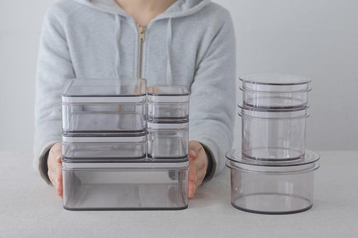 保存容器としてもとても優秀で、フタの部分にはシリコンゴムがパッキンとして使用されているので 密閉性もバッチリ。形も四角形の「レクタングル」や角のない「ラウンド」とあり、どちらもサイズが豊富なので、用途や家族の人数にあわせてお気に入りのサイズと形を選びやすくなっています。