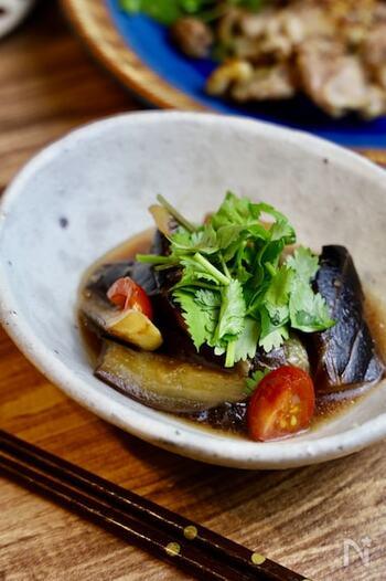炒めたあと調味料に浸して味をつけるマリネ風。ナンプラーやパクチーも加わったエスニック味はお酒のおつまみにも最適です。