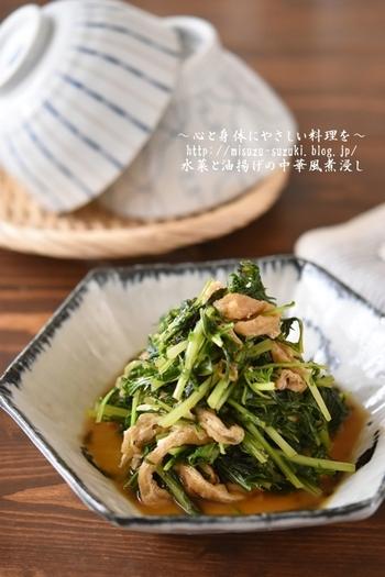 小松菜と油揚げもあいますが、水菜と油揚げの煮びたしも相性抜群です。しかも中華風の味付けで、手早く作れて、ごはんにもお酒にもよくあいます。
