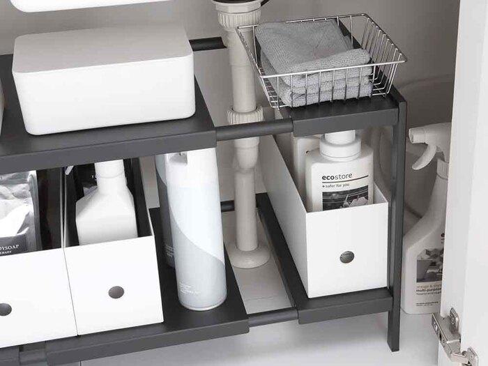 縦のスペースを有効活用できるアイテム。キッチン下だけでなく、洗面台下の収納にも使えます。