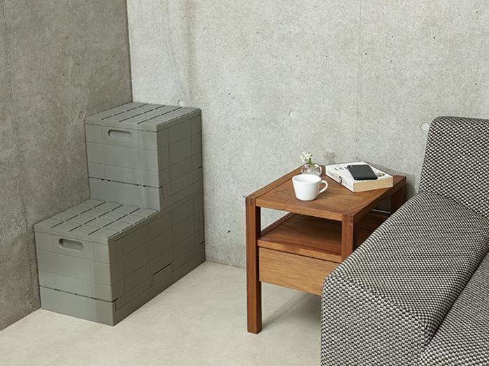 お部屋の角にフィットする箱型のアイテム。並べ方次第でベンチにもなる優れものです。