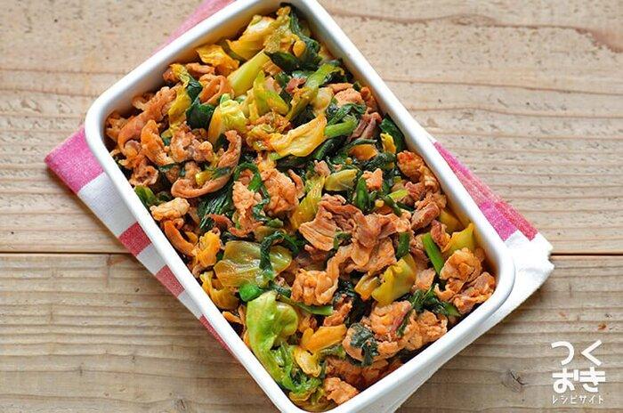 ピリ辛の刺激で箸がすすむ、豚キムチ風の炒め物。コチュジャンとニラを入れることでキムチ風の味を作ります。食欲が増すので、暑い夏にぴったりのメニューです。