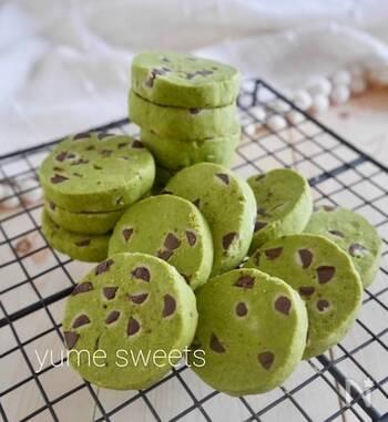 米粉を使ったグルテンフリーのクッキー。小麦粉とは違った食感を楽しめます。鮮やかなグリーンが綺麗で、プレゼントにもおすすめ!