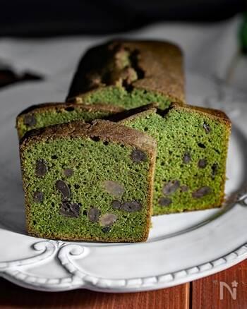 お菓子作り初心者でも挑戦しやすいのが、パウンドケーキ!抹茶生地に甘納豆がゴロゴロ入って、食べ応え◎焼き上がった後にシロップを塗るのがポイントです。乾燥を防いでしっとり感を保てますよ。