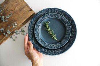 夏の食卓を爽やかに彩る。涼しげな「青」の食器たち