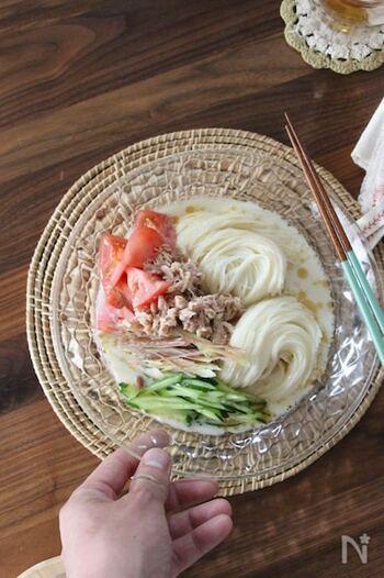 手軽に魚を摂りたいときの味方、ツナ缶。ノンオイルタイプを選ぶことでさっぱりと仕上がります。ショウガとごま油が香る何度でも食べたくなる味付けです。