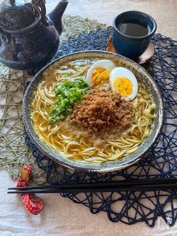みんなが大好きなカレー。和風カレー味のスープと甘辛いとりそぼろの相性は抜群です。白ネギを先に炒めておくことで香ばしくなり、辛味も抑えられます。