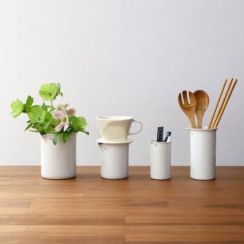 生活のさまざまなシーンで使えるサイズバリエーション。お花を生けたり、キッチンツールを入れたりといろいろ使えます。