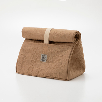 こちらのお弁当バッグは、縦型トートの上部分をくるくるとたたんでサイズが変えられ、バッグインバッグとして使うこともできる2wayタイプです。  #保冷保温機能あり(ポケット付き)