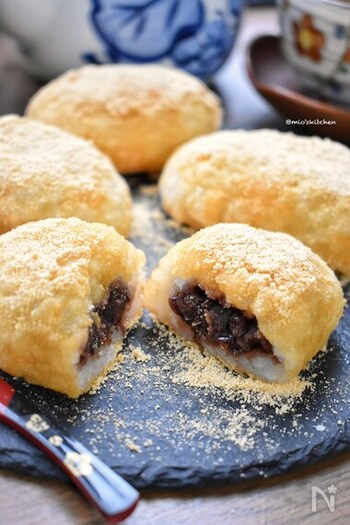 甘い系の朝ごはんはすぐにおなかが空いてしまうこともしばしば。そんな時におすすめしたいのがおはぎ。あんこときな粉の甘さを楽しみつつも、ごはんのおかげで腹持ちがよくなります。ハードルが高く感じがちな和菓子ですが、ごはん+切り餅でできるので試してみて。