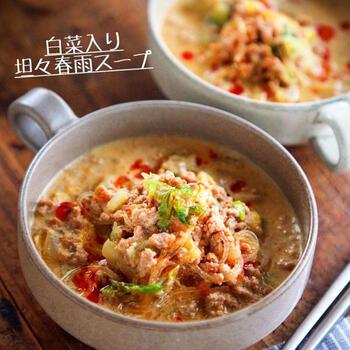 豆乳とゴマたっぷりでヘルシーに味わう♪白菜の入った坦々春雨スープです。豆乳を加えてクリーミーに仕上げています。春雨は乾燥のまま加えて手間いらず。スープに溶け込んだ野菜や肉のうま味をギュッと吸い込みます。辛さは豆板醤やラー油でお好みの味に調整して楽しんで。