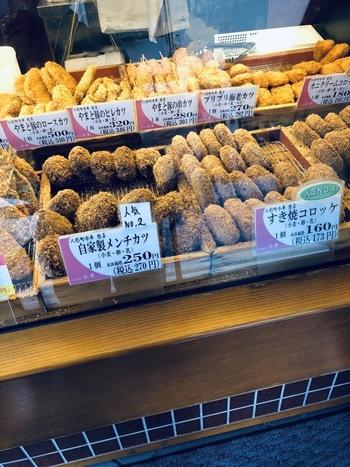 人形町を代表する名店のひとつ「今半」。その惣菜メインで販売しているお店が「人形町今半 惣菜本店」です。お手頃な価格で名店の味を楽しむことができると評判です。