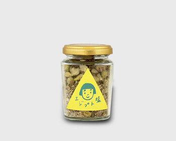 料理家たかはしよしこさんのフードアトリエで作られたエジプト塩は、天然塩・スパイス・ナッツをミックスした万能調味料。一番のおすすめは、旬の野菜にかけること。豆腐や生野菜、サラダにかけると素材の味を引き出しつつ、エキゾチックな味わいも感じさせてくれます。