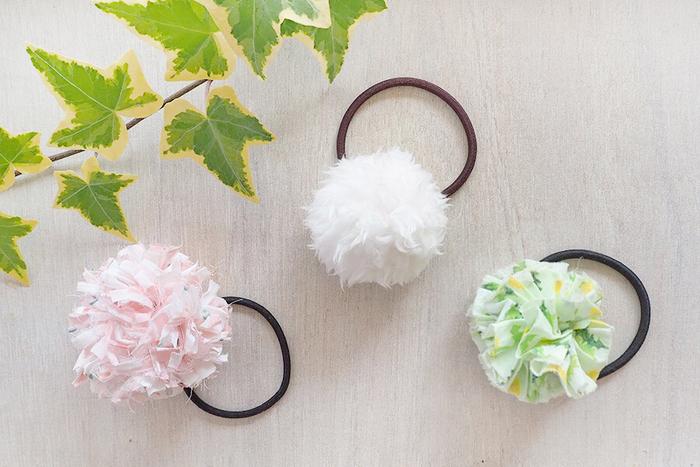 こちらは、ポンポンヘアゴム3種のレシピ。夏場には「裂き布」を使うタイプと、フリルをつなぎ合わせるタイプがおすすめです。