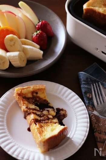 温かいフレンチトーストに好みのフルーツやソース、ジャムを添えて……想像しただでけもワクワクしますね。ホットプレートならお母さんも食卓についてみんなで一緒に食事をすることができます。楽しい、うれしい、おいしいという気持ちが食欲を増す役に立ちますよ。