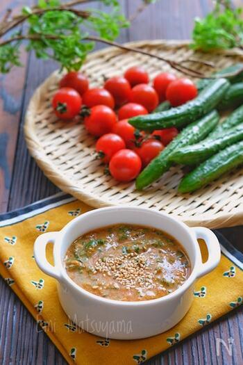 味噌をベースに、シソとショウガの入った和風ディップ。厚揚げやお豆腐にのせてもおいしいです。暑くて食欲のない日でも、これならもりもり食べられそう♪