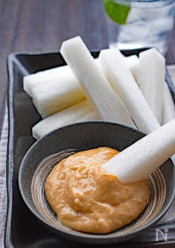 マヨネーズと味噌のディップは、シンプルだけど間違いのない組み合わせ。大根だけでなく、キュウリやニンジン、トマトもおいしくいただけます!