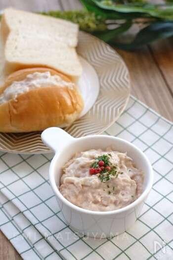 パンにはさんだり、マカロニに和えたり。いろいろ使えるクリームチーズとツナのディップ。スティック野菜をディップすれば、ワンハンドで食べられるツナサラダに♪