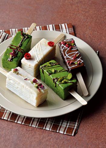 フライパンといえば、卵焼き器も重宝するアイテム。こんなにかわいらしいお菓子が卵焼き器で作れるんですよ♪生地は、材料4つでOK。チョコレートはデコレーションに使うので、お好みで自由にアレンジしてみてください♪