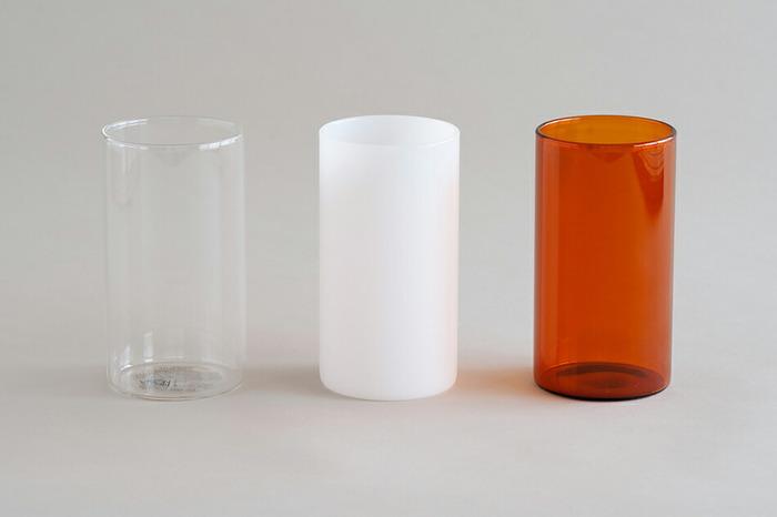 耐熱ガラスで作られたヴィジョングラスは、直火にかけられるほどタフ!使い勝手のよいキッチンアイテムのひとつです。シンプルな形でサイズ展開も豊富なので、収納したいものに合わせて、ぴったりのものを選びやすいのも嬉しいですね。