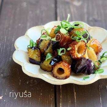 うなぎのタレと相性のいいちくわ料理をもう一品ご紹介します。こちらは、揚げ焼きしたナスと共に。白飯がどんどん進む美味しさ♪