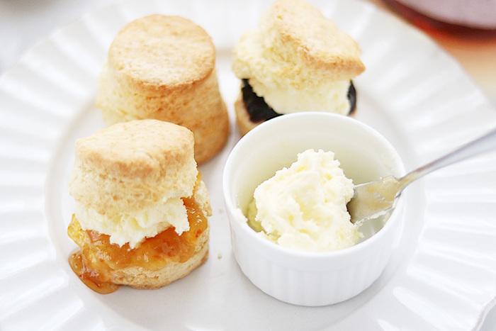 至福のおやつ【クロテッドクリーム】とスコーンのレシピ