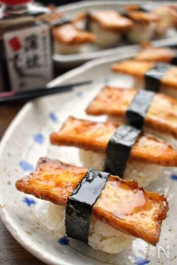 うなぎでも穴子でもなく口当たりさっぱりと食べられる厚揚げのお寿司。豪華に見えて、ヘルシー。子供たちにも喜ばれそう。
