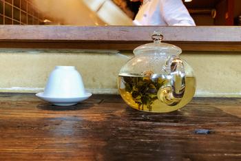 アートな花咲く「工芸茶」美しさと香りを楽しむおいしい淹れ方のコツ