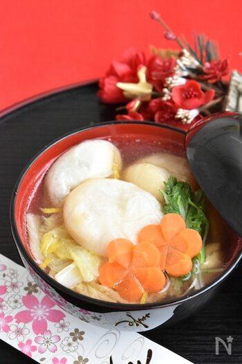 あっさりとしつつも、鶏肉の旨味がしっかり出て白菜もとろとろの絶品お雑煮。身近な食材で簡単に作れるのもうれしいですね。