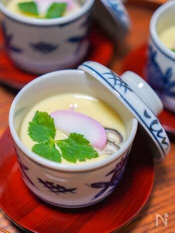 味付けが白だしでばっちりキマる茶碗蒸しのレシピ。具はお好みのものを使ってOK。